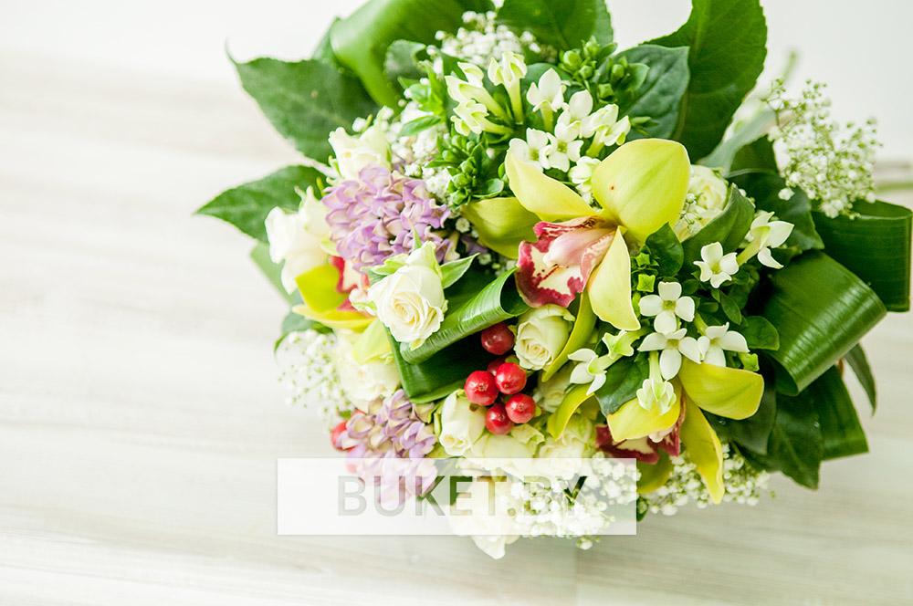 Букет из роз, орхидеи и бувардии