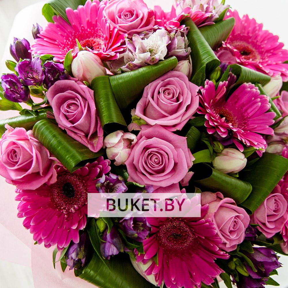 букет из роз и гребер с альстромерией