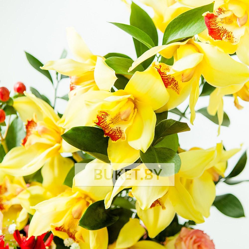 Композиция поздравительная из орхидеи