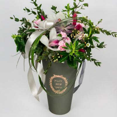 """Композиция в коробке """"конус"""" с орхидей и суккулентом"""