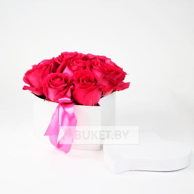 Композиция из роз в коробке в виде сердца