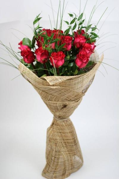 Букет из бордовых роз
