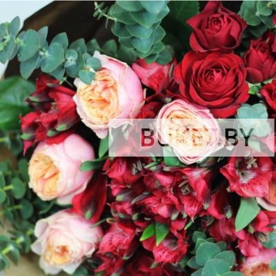 Букет из роз и альстромерий с эвкалиптом