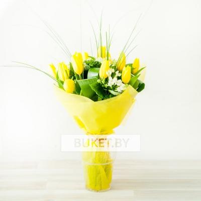 Букет из 11 тюльпанов с бувардией и аспидистрой