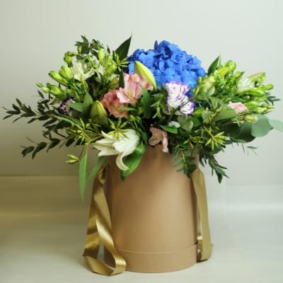 Цветочная композиция в коробке с гортензией