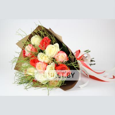 Букет из трех сортов роз