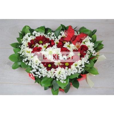 "Композиция ""Сердце"" из роз и хризантем"