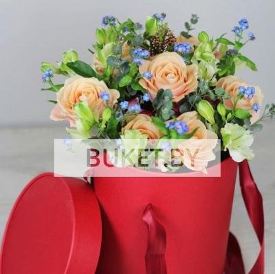 Композиция в коробке из роз с незабудками